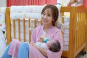 배우 소유진, 입양대상 아기위해 분유·후원금 전달